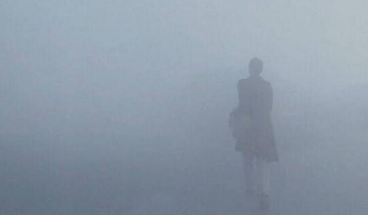 淘宝衣疫雾霾灰模特
